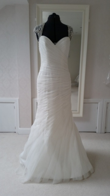 c348f142145 New and Second Hand Designer Wedding Dresses